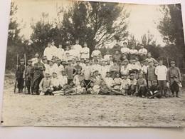 Grande Photo De Prisonniers Allemands Avec Poilus 1914-1918 17 X 12 Cm - 1914-18