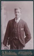 ANTIQUE CDV PHOTO - MAN WITH  LONG THIN FACE . RETFORD STUDIO - Photographs