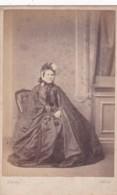 ANTIQUE CDV PHOTO - SEATED LADY. HUGE CAPE/DRESS. CARLISLE STUDIO - Photographs
