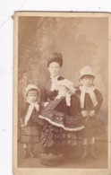 ANTIQUE CDV PHOTO - MOTHER WITH 3 CHILDREN.ALL WEARING HATS. SOUTH SHIELDS STUDIO - Photographs