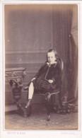 ANTIQUE CDV PHOTO - YOUNG GIRL SAT IN CHAIR .  CARLISLE  STUDIO - Anciennes (Av. 1900)