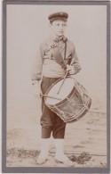 """Bs - Photo Sur Carton Fort - """"enfant Jouant Du Tambour"""" (format 6,5 X 10,5 Cm) - Photos"""