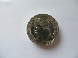 Ancien Briquet Médaille Pièce De Napoléon Empereur Empire Français 1870 En Argent ( En Etat De Marche Intérieur Cuivre ) - Other Collections