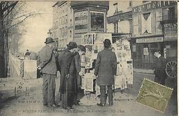 Scènes Parisiennes  Un Kiosque De Journaux      CPA  1918  Superbe - Artisanry In Paris