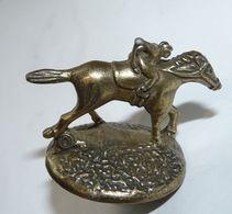 ANCIEN BOUCHON DE BOUTEILLE EN METAL CAVALIER SPORT HIPPISME TBE - Tire-Bouchons/Décapsuleurs