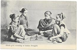 HINDU GIRLS RECREATING AT INDIAN DRAUGHTS - Inde