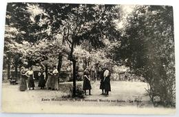 CPA --- NEUILLY SUR SEINE --- Ecole MAINTENON - Le Parc - Neuilly Sur Seine