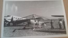 Tres Rare Photo D'un JU 52 Et D'un Autogyre ( Ancètre De L'helicoptère ) 1947 , Commentaire Au Dos De La Photo - Aviation