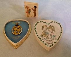 Médaille «Les Amoureux De  Peynet» En Plaqué Or Laminé MURAT , Neuf Dans Son écrin Avec Son Petit Livret - Pendentifs