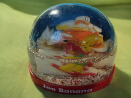 BOULE A NEIGE JOE BANANA. ANNEES 90. CAFETERIAS CASINO ET MAREST - Other Collections