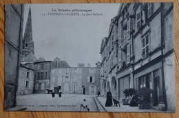 85 : Fontenay-le-Comte - La Place Belliard - Animée : Petite Animation - Plan Inhabituel - (n°13419) - Fontenay Le Comte