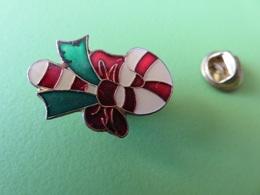 293 - Pin's - Décoration De Noel - Canne - Christmas