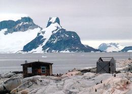 "1 AK Antarktis - Antarctica * Petermann Island - Hut ""Groussac"" Near Port Circumcison - Antarctic Peninsula - Ansichtskarten"