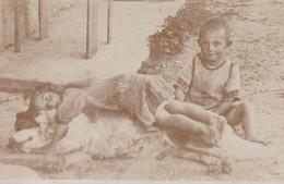 POOR & DIRTY KIDS WITH HUNGER, GERMANY CIRCA 1930. CPA NON CIRCULEE-RARE- BLEUP - Fotografie