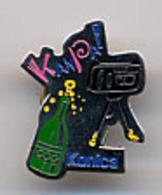 """{12634} Pin's """" Konica """". TBE.   """" En Baisse """" - Photography"""