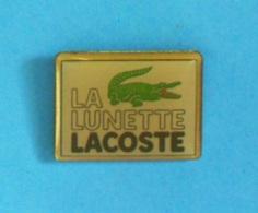 1 PIN'S //   **  LA LUNETTE / LACOSTE / LE CROCODILE ** - Marcas Registradas