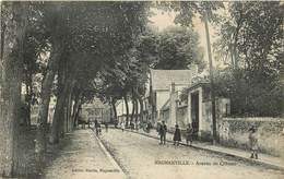 MAGNANVILLE - Avenue Du Chateau.(carte Vendue En L'état) - Magnanville