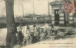 NIORT - Une équipe De Mégissiers, Quai Regratterie. (carte Vendue En L'état). - Niort
