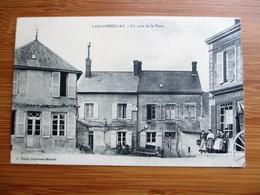 Prespective Peu Commune De LAROCHEMILLAY - Un Coin De La Place Avec Animation - Other Municipalities