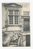 28 CHARTRES - La Maison Du Docteur - Sculptures Du XVIe Siècle - Animé - Cpa Eure Et Loir - Chartres