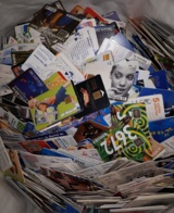 Lot De 900 Gr De Télécartes Différentes - Phonecards