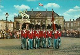 Copenhagen (Danimarca, Danmark) The Royal Guard At Amalienborg Palace - Danimarca
