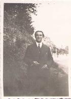PHOTO D UN HOMME 1936 MEREVILLE BOIS DE BOULOGNE 8.5 X 6 CM - Personas Anónimos