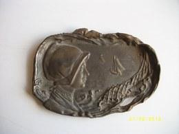 Vide Poche Ancien En Bronze - Bronzes