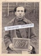 1940 OFLAG III C Guerre 39/45 - Photo D'identité Originale D'un Prisonnier Matricule 1057 - Guerre, Militaire