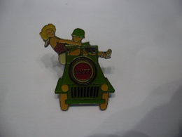 PIN'S PIN'UP LUCKY STRIKE JEEP MILITAIRE @ 28 X 32 Mm - Pin-ups