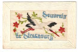 CPA Brodée 67 STRASBOURG Souvenir De Strasbourg Cigogne Fleurs - Strasbourg