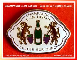 SUPER PIN'S CHAMPAGNE : E.JM TASSIN à CELLES SUR OURCE Dans L'Aube En émail Base Or + Glaçage, 2,5X1,7cm - Bebidas