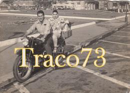 GIOVANE COPPIA IN MOTO _ 1960 / Foto Formato 10,5 X 7,5 - Ciclismo