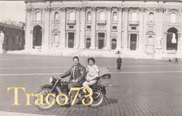 GIOVANE COPPIA IN MOTO_ 1960 / Foto Formato Cartolina 14 X 9 Cm - Ciclismo