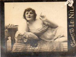 TABAC 7 : Cigarettes Le Nil : Zizia Qui Fume - Tabac (objets Liés)