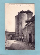 LA CHATRE  N° 13  TOUR DU  CHATEAU  Petite ANIMATION  An:  Vers 1920  Etat: TB  Edit:  Dumas - La Chatre