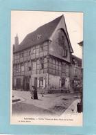 LA CHATRE  PLACE  DE  LA  POSTE    ANIMATION  An:  Vers 1920  Etat: TB  Edit:  Dumas - La Chatre