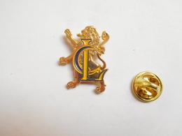 Superbe Pin's En Relief , Banque Crédit Lyonnais - Banche