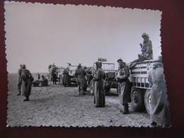 Photo Originale - GUERRE D'ALGERIE - COLONNE CAMIONS MILITAIRES - Format : 11,5 X 9 Cm - Guerre, Militaire