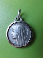 231 -  Médaille Vierge Marie - Non Magnétique - Couleur Argent - Sans Poinçon - Religion & Esotericism