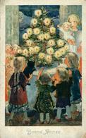 Enfants Au Sapin  Illustrateur Signature Pas Lisible Timbre Arraché - Scènes & Paysages