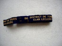 Plus De Trente écussons SCOUT Marqués District De Tours (37) CLAN LECLERC Probalement Hommage Au Maréchal Vers 1945 - Scoutisme