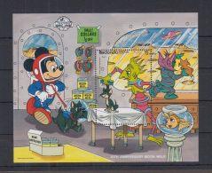 M169. Redonda - MNH - Cartoons - Disney - Mickey Mouse - Space - Disney