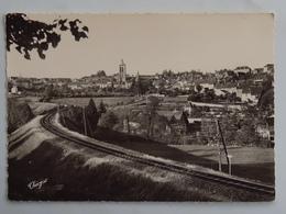 C.P.A. : 23 FELLETIN : Eglise Du Moutier, Voie De Chemin De Fer - Felletin