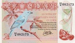 SURINAME 2½ Gulden 1985  P-119 UNC - Suriname