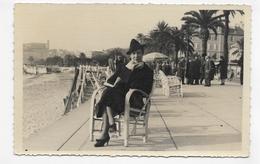 (RECTO / VERSO) CANNES EN 1940 -  FEMME ASSISE SUR LA CROISIERE- CARTE PHOTO CPA  - 06 - Cannes