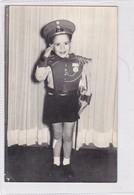NIÑO GARÇON BOY CRIANÇA COSTUME DISFRAZ MILITAR MILITAIRE MILITARY VOYAGE CIRCA 1958- BLEUP - Fotografie
