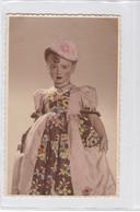 NIÑA GIRL FILLE MENINA VESTIDO Y GORRITO DRESSED & WITH HAT COLORISE CIRCA 1900s- BLEUP - Fotografie