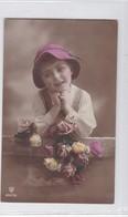 NIÑA GIRL FILLE GORRO SHAPEAU HAT FLORES FLOWERS FLERURES COLORISE VOYAGEE CIRCA 1925- BLEUP - Fotografie