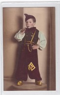 GARÇON NIÑO BOY COSTUME DISFAZ  FOLK HAT SHAPEAU PIPA PIPE COLORISE CIRCA 1920s- BLEUP - Fotografie